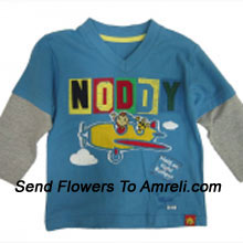 """productDelight Your Champ With This T-Shirt (You Can Mention Size Required/Age Of Kid In The """"Special Request To Florist"""" Column Which Will Appear During The Shopping Process)"""