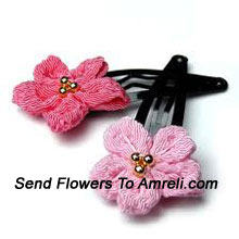 productA Pair Of Flower Shaped Hair Clip