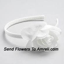 productA Cute Latest Hair Band With A Flower On It