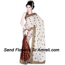 Attain A Mesmerizing Charm In This Exclusive Saree
