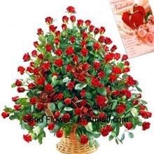 productBeautiful Arrangement of 100 Red Roses With A Valentine's Day Card