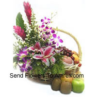 Basket Of 4 Kg (8.8 Lbs) Assorted Fresh Fruit Basket With Assorted Flowers